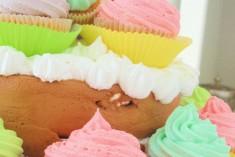 Cupcake-ul este cel mai cunoscut element dintr-un Candy Bar. Cu blat din brownies, cu fructe, vanilie sau morcovi și nucă, este o apariție clasică și pe placul tuturor.