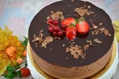 Conține: blat de cacao, ciocolată neagră vertabilă, praline, vișine în alcool