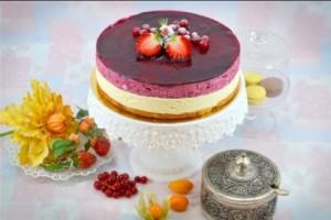 Mousse de ciocolată albă și fructe de padure